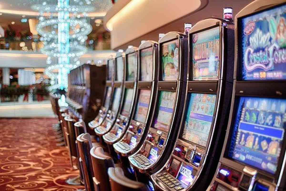 How does the creation of an online casino work?