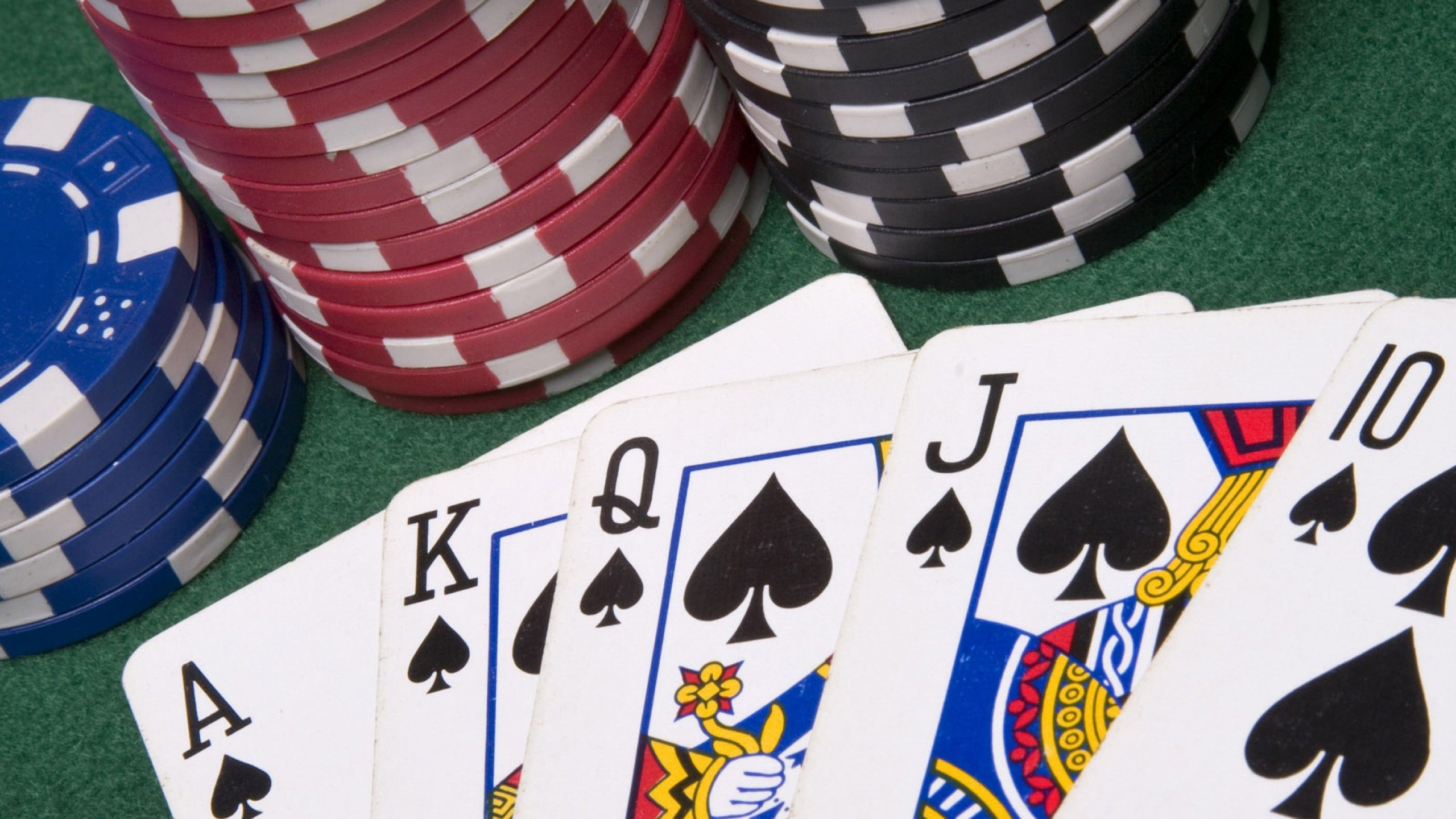 Where Do Experts Play Poker Online?